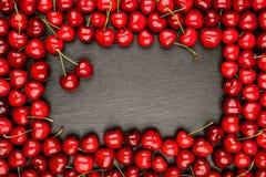 Зрелые вишни на черной предпосылке Стоковая Фотография