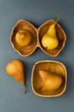 Зрелые груши в различных шарах Стоковое Изображение