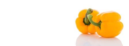 Зрелые желтые болгарские перцы На белизне Стоковые Изображения RF