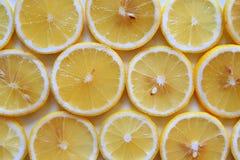 Зрелые и свежие лимоны закрывают вверх для предпосылки Стоковое фото RF