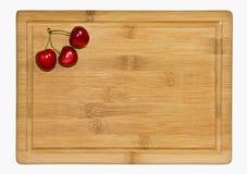 Зрелые красные вишни плодоовощ на борту Стоковые Фото