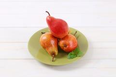 Зрелые красные груши Стоковые Фото