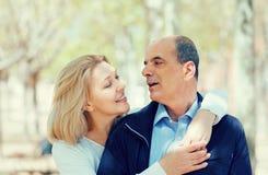 Зрелые пары в влюбленности внешней Стоковая Фотография