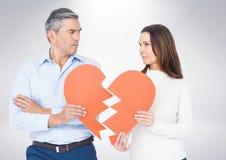 Зрелые пары держа разбитый сердце Стоковая Фотография