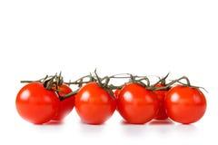 Зрелые свежие томаты вишни изолированные на белизне Стоковые Изображения RF