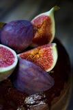 Зрелые смоквы с шоколадным тортом Стоковое Фото