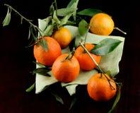Зрелые Tangerines с листьями Стоковое фото RF