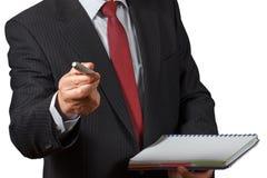 Зрелый бизнесмен предлагая отметку и держа Isol тетради Стоковые Фотографии RF