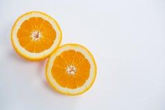 Зрелый вкусный отрезок апельсина в 2 половины Стоковое Изображение RF