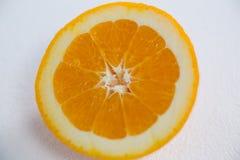 Зрелый вкусный отрезок апельсина в половины Стоковое Изображение