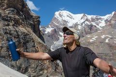 Зрелый высокогорный портрет альпиниста Стоковые Фотографии RF