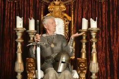 Зрелый задумчивый средневековый рыцарь стоковая фотография rf