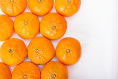 Зрелый крупный план tangerines на белой предпосылке Стоковое Изображение RF