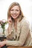 Зрелый портрет женщины стоковая фотография rf