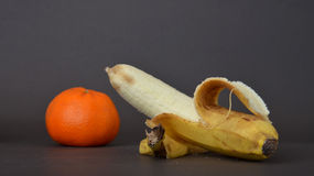 Зрелый плодоовощ банана на темной предпосылке Стоковые Изображения RF