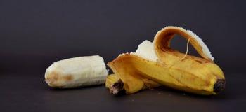 Зрелый плодоовощ банана на темной предпосылке Стоковые Фото