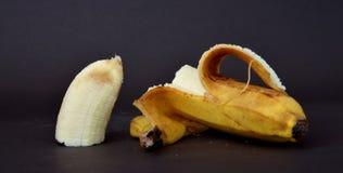 Зрелый плодоовощ банана на темной предпосылке Стоковые Фотографии RF