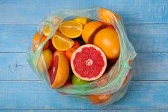 Зрелый плодоовощ - грейпфрут, апельсин, яблоко и tangerine Стоковая Фотография RF