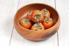 Зрелый плодоовощ хурмы в деревянном шаре Стоковые Фото
