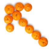 Зрелый сочный оранжевый Tangerine выровнянный как левая стрелка Стоковое Изображение