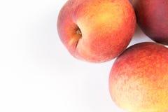 Зрелый сочный персик изолированный на белизне Стоковая Фотография