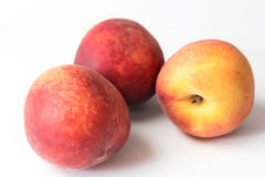 Зрелый сочный персик на белизне Стоковые Фото