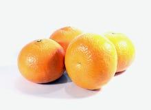 4 зрелых апельсина изолированного на белой предпосылке Стоковая Фотография