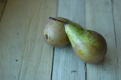 2 зрелых зеленых груши Стоковые Фото