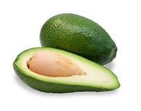2 зрелых изолированного авокадоа, отрезок в одном, Стоковые Фотографии RF