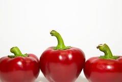 3 зрелых красного перца дальше над белизной Стоковые Фотографии RF