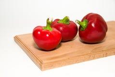 3 зрелых красного перца дальше над белизной Стоковая Фотография
