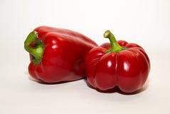 2 зрелых красного перца дальше над белизной Стоковые Изображения