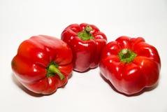 3 зрелых красного перца дальше над белизной Стоковые Изображения