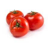 3 зрелых красных томата на белой предпосылке Стоковые Изображения
