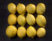 12 зрелых органических лимонов Стоковая Фотография RF