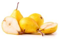 3 зрелых свежих желтых груши изолированной на белой предпосылке Стоковая Фотография