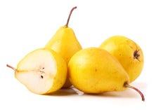 3 зрелых свежих желтых груши изолированной на белой предпосылке Стоковые Фото
