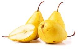 3 зрелых свежих желтых груши изолированной на белой предпосылке Стоковая Фотография RF