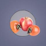 2 зрелых хурмы и яблока Стоковые Изображения RF