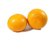 2 зрелых ярких апельсина цвета изолированного на белой предпосылке Стоковые Фотографии RF