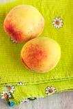 2 зрелых peachs Стоковое Изображение