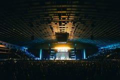 Зрители в большом концертном зале Стоковое фото RF