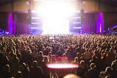 Зрители в большом концертном зале Стоковые Фото
