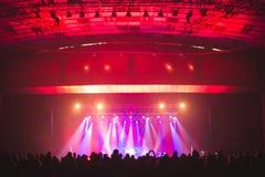 Зрители в большом концертном зале Стоковые Изображения