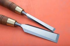 Зубила на естественной деревянной предпосылке Стоковые Изображения RF