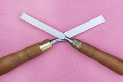 2 зубила на розовой предпосылке Стоковое Фото