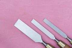 3 зубила на розовой предпосылке Стоковые Фото