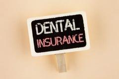 Зубная страховка текста почерка Охват обеспечения здравоохранения дантиста смысла концепции планирует преимущество заявок написан стоковая фотография rf