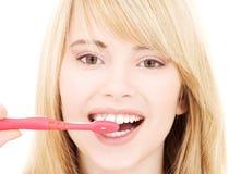 зубная щетка девушки счастливая Стоковое Фото