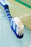 зубная щетка затира Стоковые Фото